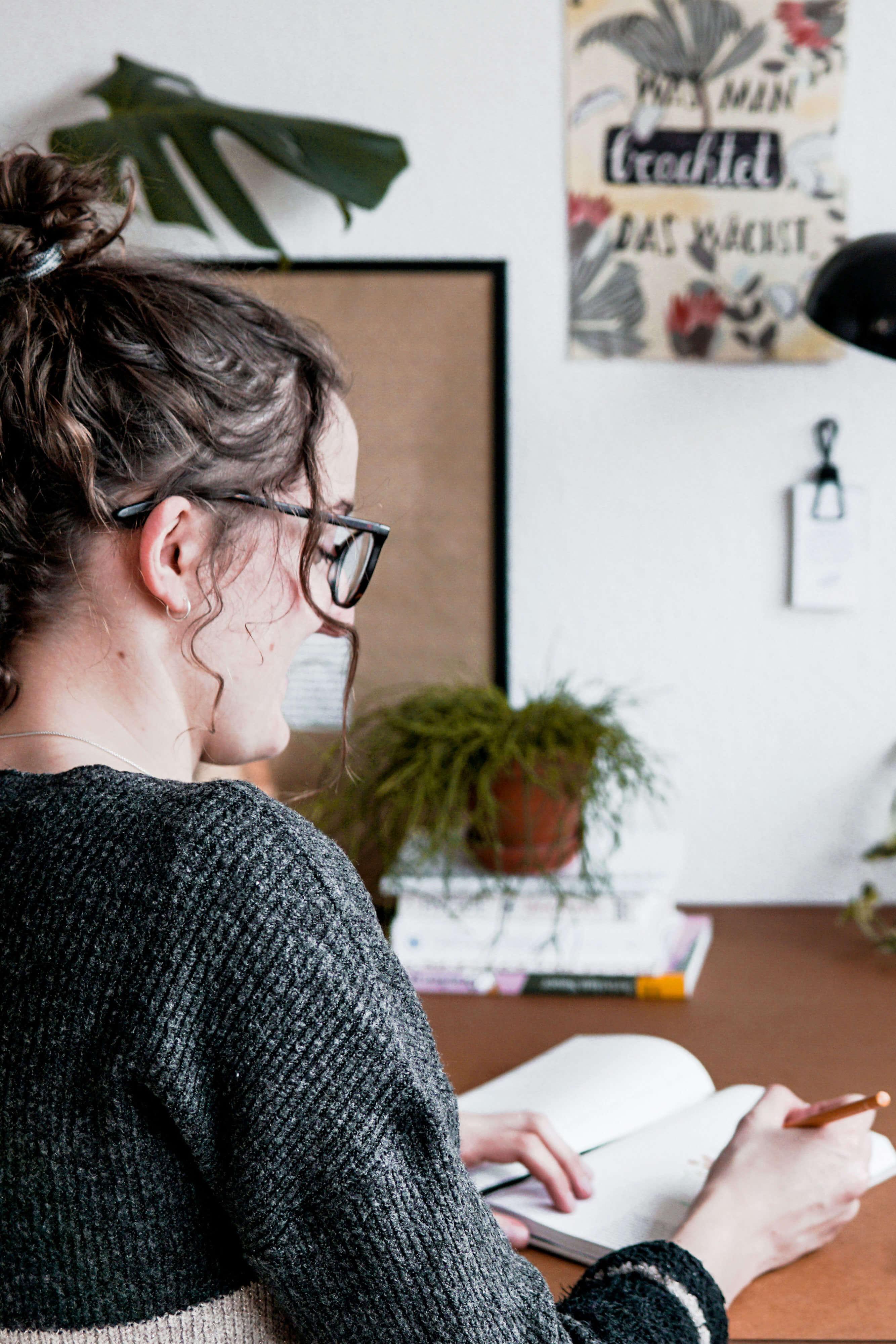 Zeichnen und planen am Schreibtisch